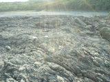 溶岩が広がる荒々しい地形